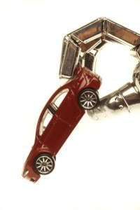 Roboterhand mit Auto